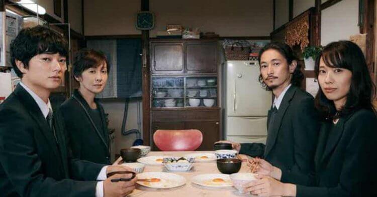 《最初的晚餐》染谷將太、戶田惠梨香、齊藤由貴,以及窪塚洋介。