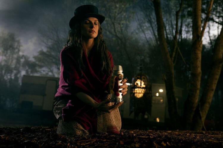 《不可能的任務》女星蕾貝卡弗格森在《安眠醫生》中飾演「高帽蘿絲」。