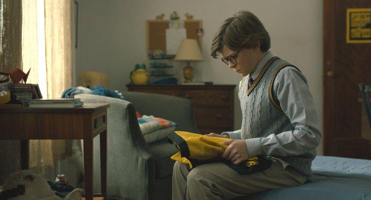 《金翅雀》劇情跨時多年,由奧克斯弗格雷飾演年輕的席歐。