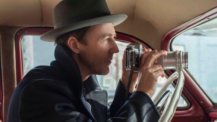 艾德華諾頓自編自導自演的《布魯克林孤兒》試圖營造 50 年代黑色電影的氛圍。