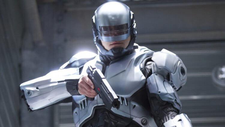 《機器戰警》的續集計劃重啟,將交由《校外打怪教學》導演亞貝佛塞茲執導。