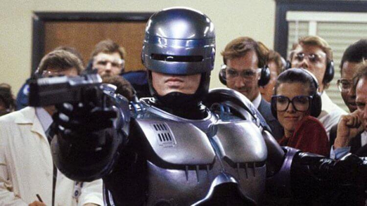 《機器戰警》全新正宗續集中文暫譯為《機器戰警歸來》(Robocop Returns)。