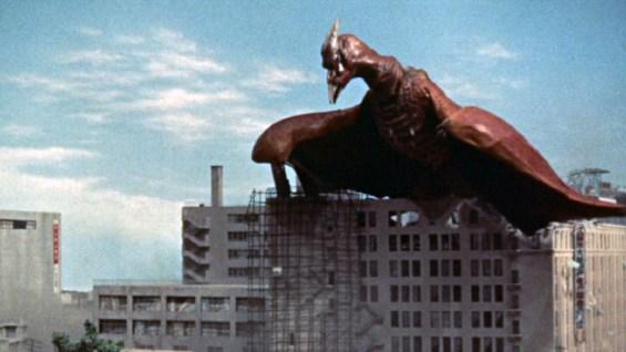 《空之大怪獸拉頓》用了近一小時的壓力鋪陳,迸發拉頓登場的龐然魄力。