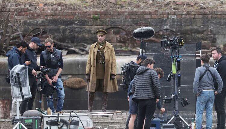 為了讓電影的呈現真的像是一鏡到底,《1917》的拍攝非常講究細節。