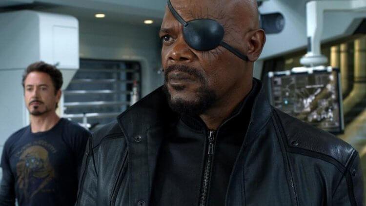 《驚奇隊長》揭開神盾局局長尼克福瑞 (Nick Fury) 失去一隻眼睛的原因。