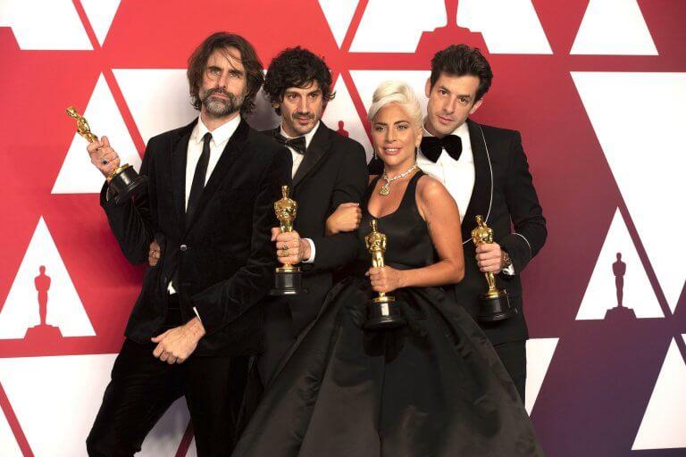 第 91 屆奧斯卡金像獎頒獎典禮當中,女神卡卡以及同為《一個巨星的誕生》製作原創歌曲〈擱淺帶〉的創作者一同拿下小金人獎座。