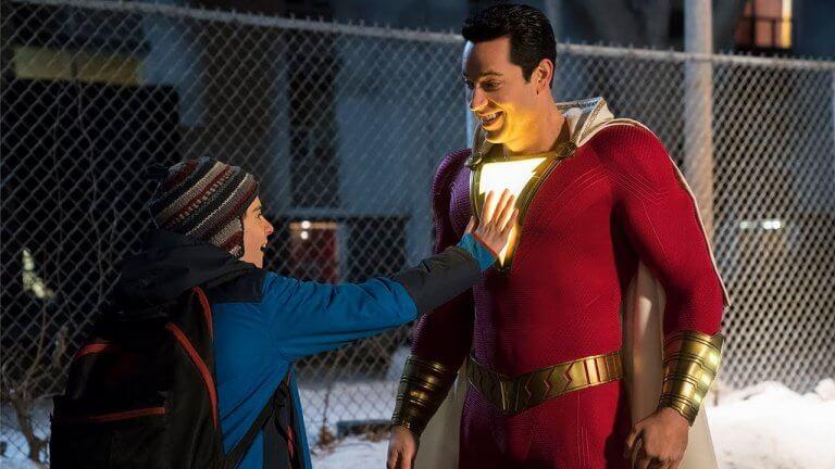 《沙贊!》中,比利少年透過說出神奇字眼「Shazam!」而成為超級英雄。