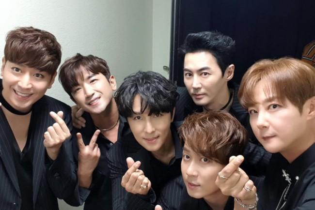 韓國偶像團體神話。