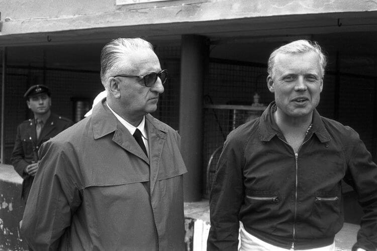 跑車頂尖品牌「法拉利」的創辦人恩佐法拉利(左)與美國汽車大王之孫亨利福特二世(右)的昔日合影。