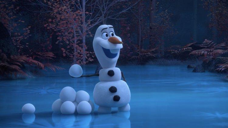 防疫大使雪寶登場!迪士尼推出《冰雪奇緣》番外短片系列,讓你看超萌雪寶隔離期間都在做什麼?首圖