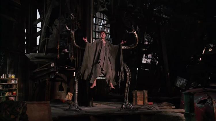 山姆雷米導演所操刀,2004 年超級英雄電影《蜘蛛人 2》中的反派「八爪博士」,由艾爾菲摩里納 飾演。