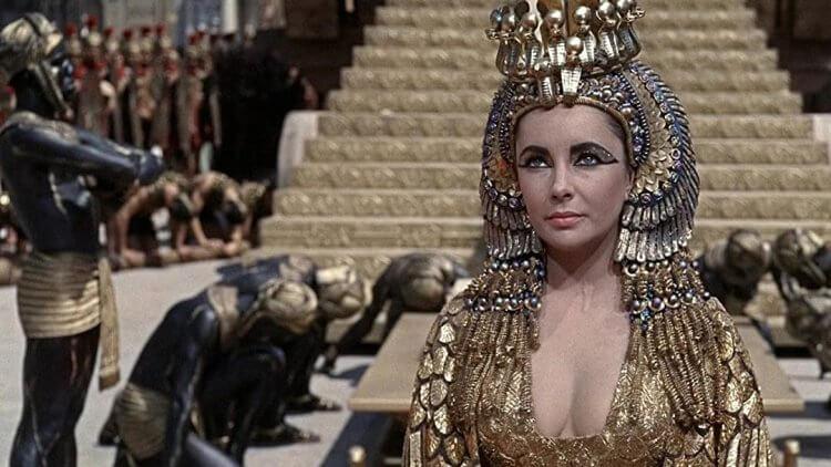 由伊麗莎白泰勒主演的《埃及豔后》。