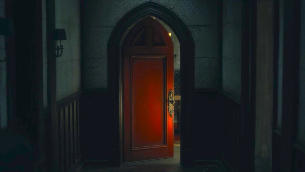 路克&席兒看到了……驚悚影集《鬼入侵》首季結局竟埋藏紅房的駭人彩蛋!首圖