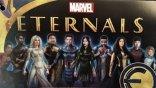 《永恆族》10 角色造型再次曝光!安潔莉娜裘莉一襲白戰袍「超仙」,基特哈靈頓「黑騎士」仍神隱
