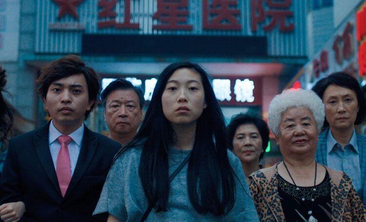 奧卡菲娜與導演王子逸 (Lulu Wang) 首度合作的電影:《別告訴她》(The Farewell)。