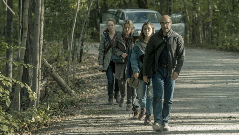 由史丹利圖奇與琪蘭席普卡擔綱主演的 Netflix 新作《寂靜殺機》(The Silence) 劇照。