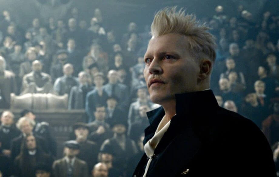 強尼戴普在《怪獸與葛林戴華德的罪行》飾演與鄧不利多有許多過往的黑巫師葛林戴華德。