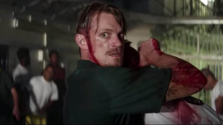 《無間行動》中,喬爾金納曼飾演一名 FBI 的線人,處於黑白兩道之間的尷尬地位。