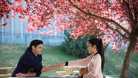 Netflix 最受歡迎的浪漫喜劇《愛的過去進行式》