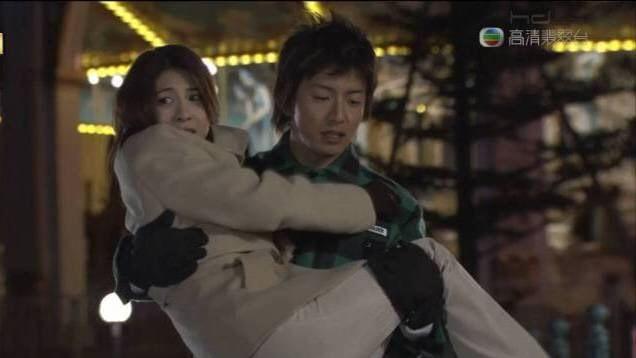 《冰上悍將》中,木村拓哉給女主角竹內結子來個令人羨慕不已的公主抱!