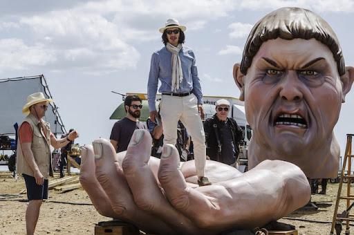 電影《誰殺了唐吉軻德》亞當崔佛飾演江郎才盡的國際名導「陶比」。\