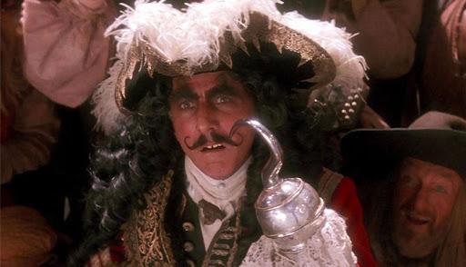 達斯汀霍夫曼飾演的「虎克船長」。