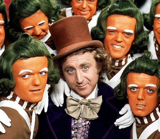 《歡樂糖果屋》Oompa-Loompas 小矮人與金懷德飾演的威利旺卡。