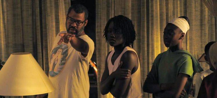 喬登皮爾在《我們》片場執導演員。