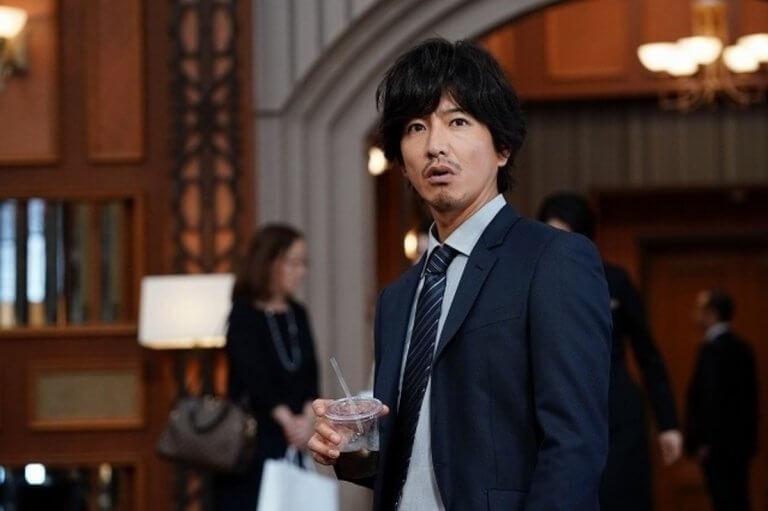已在台上映的推理電影《假面飯店》中,木村拓哉飾演潛入飯店臥底的警探。