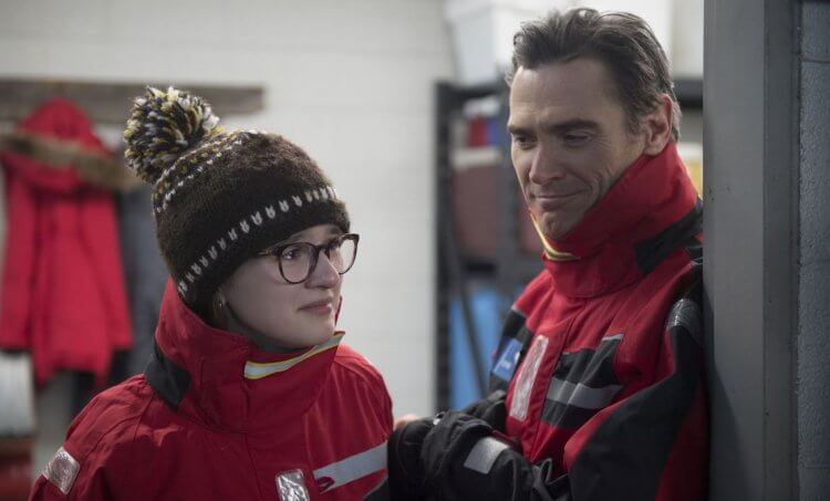 同名小說改編電影《囧媽的極地任務》片中,艾瑪尼爾森與比利克魯德普飾演女兒與父親,必須找出突然人間蒸發的囧媽凱特布蘭琪。