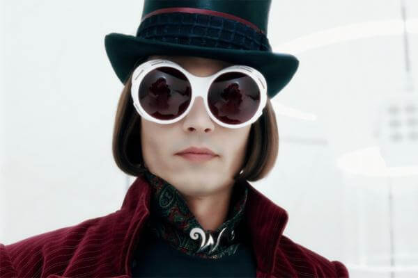 在 電影 《 巧克力冒險工廠 》 中,經典人物 威利旺卡 由 強尼戴普 飾演。