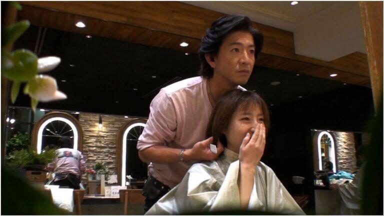 日本綜藝節目《人類觀察》讓木村拓哉再度當上髮型設計師,並實現粉絲夢想。