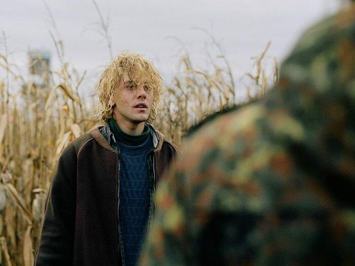 導演札維耶多藍 (Xavier Dolan) 飾演小說中的安卓亞梅隆 (Adrian Mellon)
